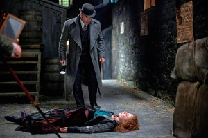 Det. Insp. Edmund Reid finds a murder victim. © Tiger Aspect. Credit Jonathan Hession.