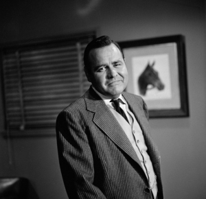 "TWILIGHT ZONE.  Jonathan Winters in ""A Game of Pool"".  Image dated July 28, 1961, origanal airdate October 13, 1961.  Season 3, episode 5.   Copyright ©1961 CBS Broadcasting Inc. All Rights Reserved. Credit: CBS Photo Archive.  File t22619_63."